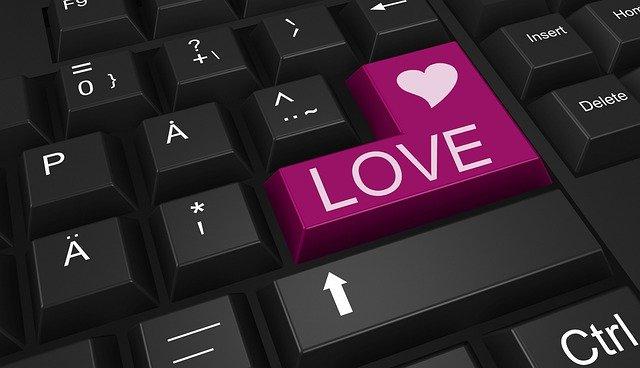 Психолог рассказал, как правильно общаться на сайтах знакомств