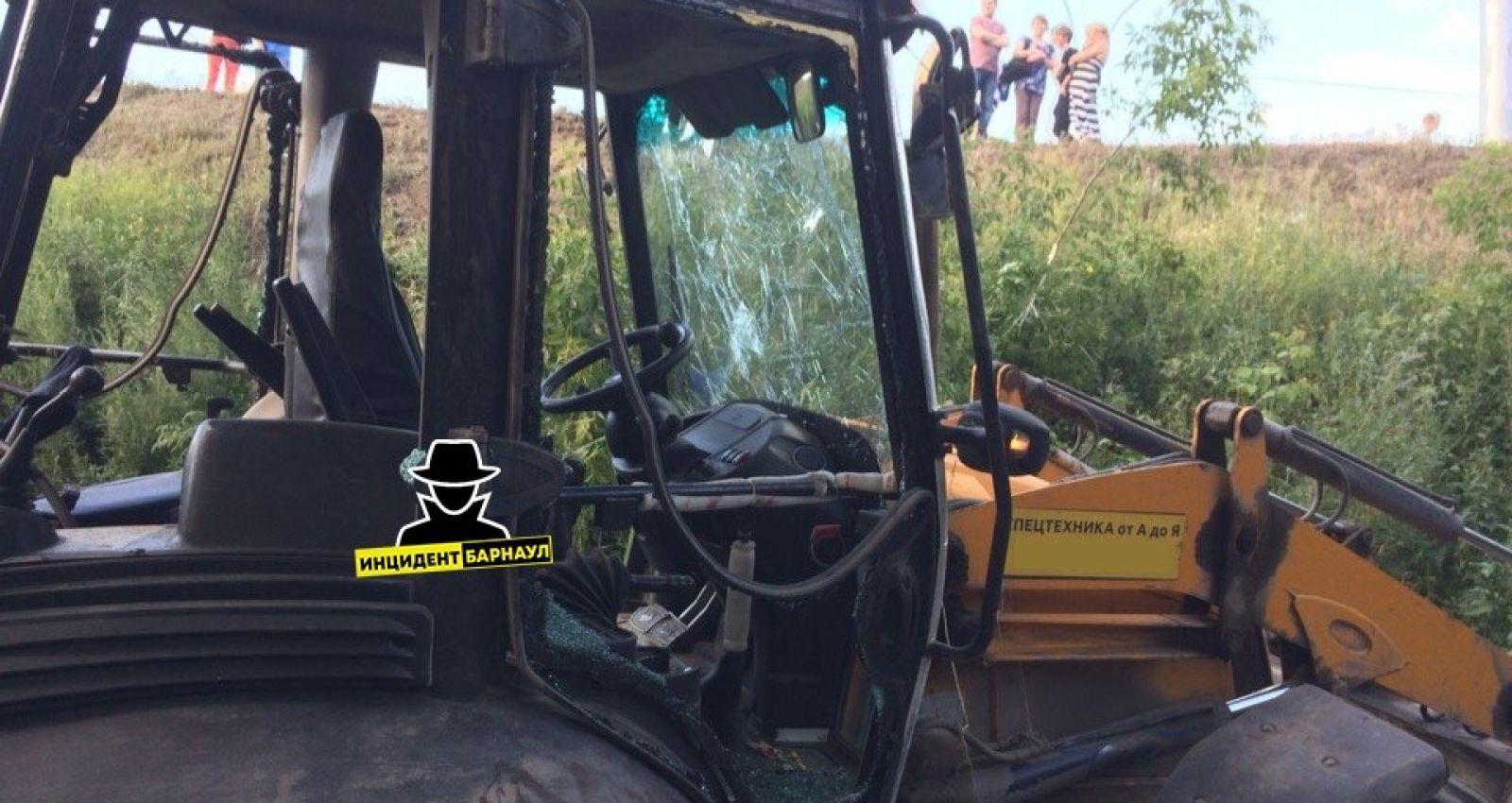 Тракторист без прав пытался откупиться от сотрудника ГИБДД в алтайском селе