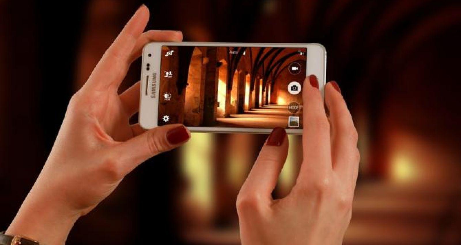 приложение в котором можно отражать фото там