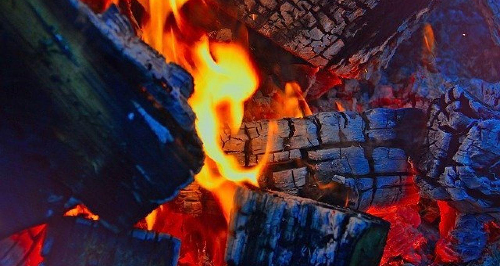 Видео: в Камне-на-Оби ночью горел дом