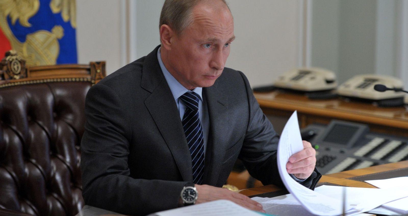 сергей кравцов ранее занимавший пост главы рособрнадзора карты деньги два ствола фильм 1998 актеры и роли