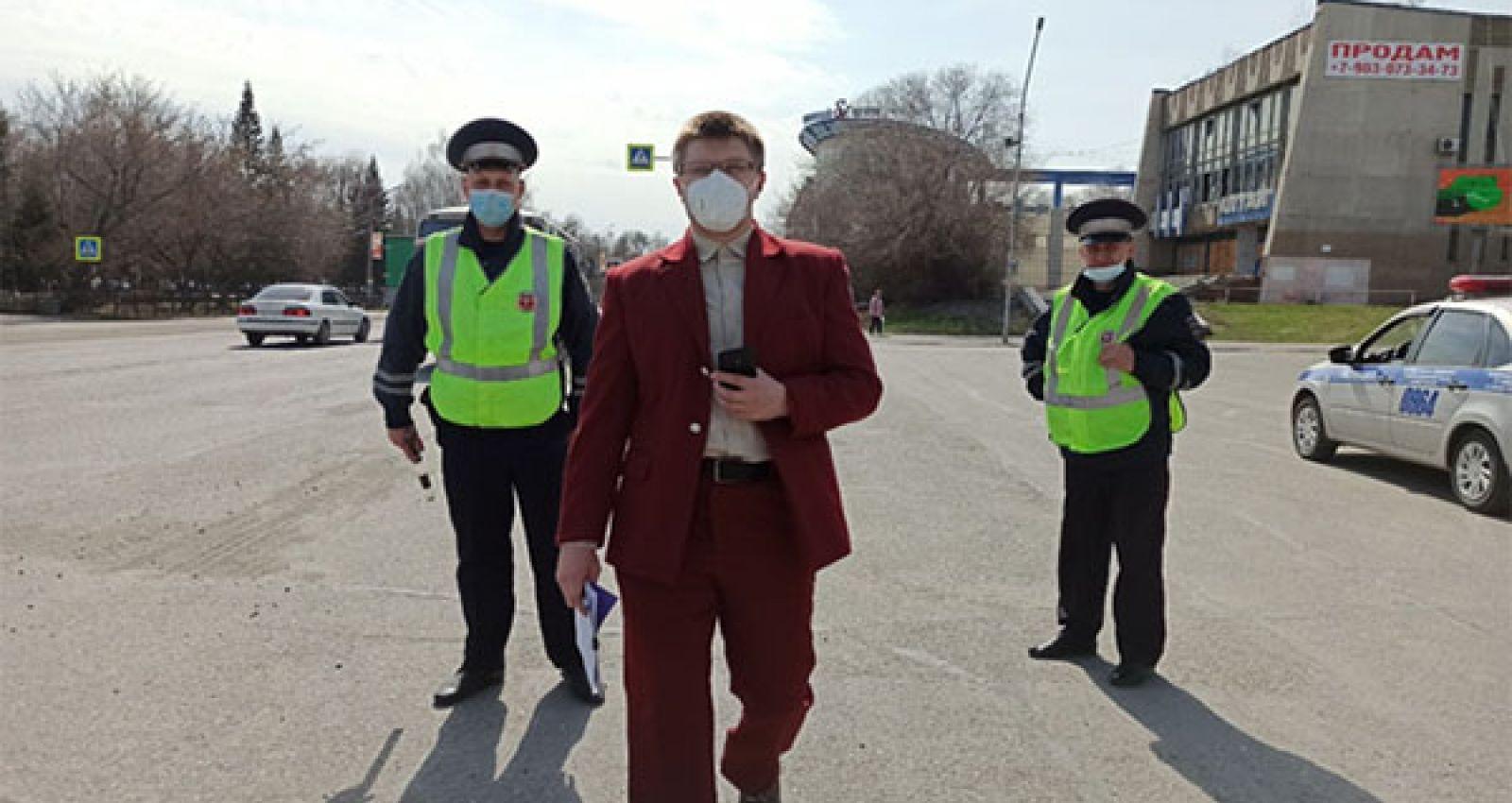 В Бийске проверили соблюдение масочного режима в городском транспорте и на рынке