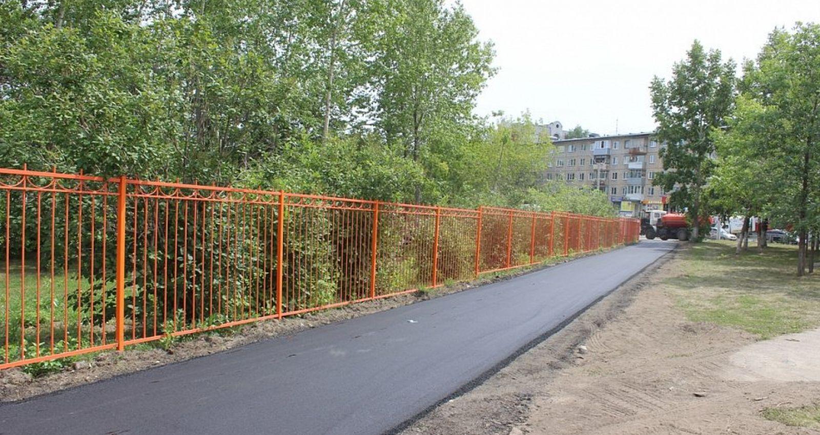 В Барнауле начали ремонтировать тротуары