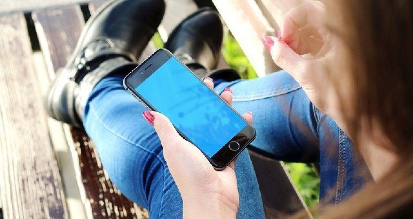Дай телефон в интернете посидеть: воспитанницы детского учреждения на Алтае обокрали педагога
